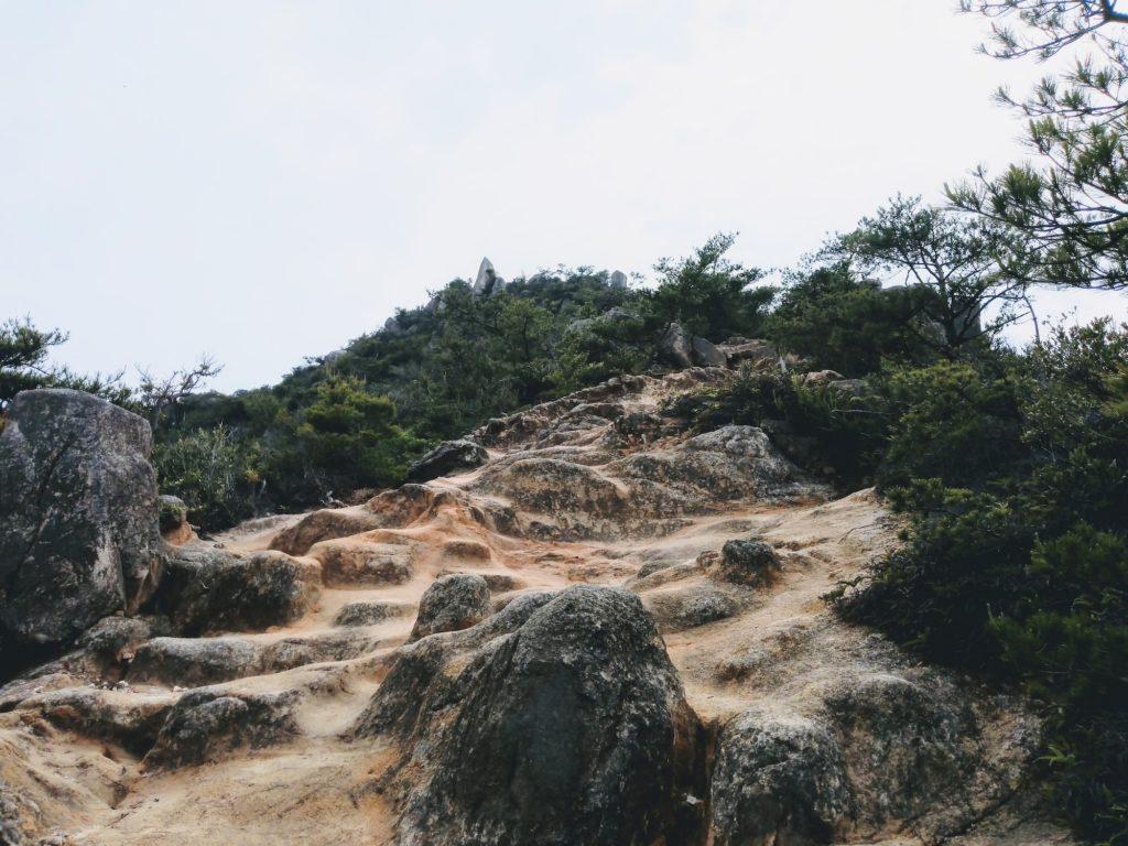 立石山の登山道