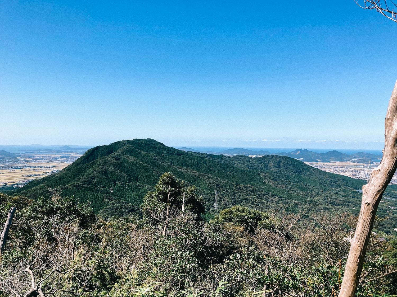叶岳付近から見た高祖山