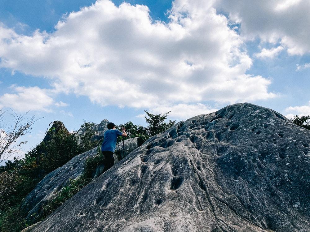二丈岳山頂の巨岩